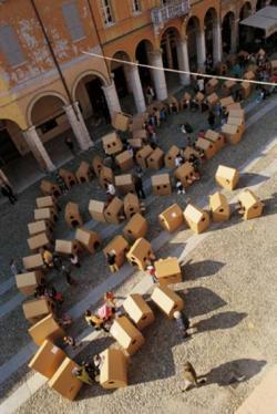 bambini coriandoli case cartone